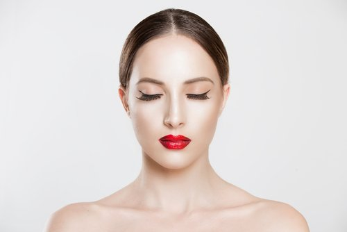 Facelifting gehört zu den häufigsten ästhetischen Operationen in den Schönheitskliniken am Main.